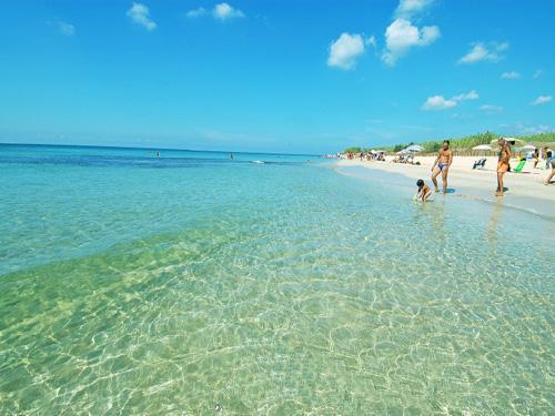Vacanze in salento vivere la bellezza del salento for Appartamenti pescoluse sul mare