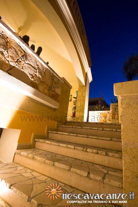 Scala veranda di notte casa Pescoluse 4