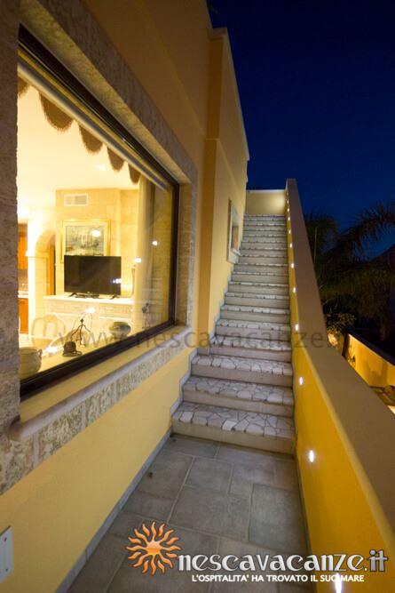 Scala terrazza di notte casa Pescoluse 4