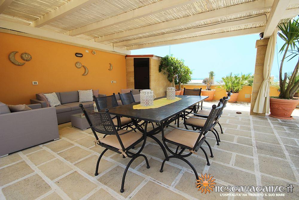 Terrazza attrezzata casa Pescoluse 4