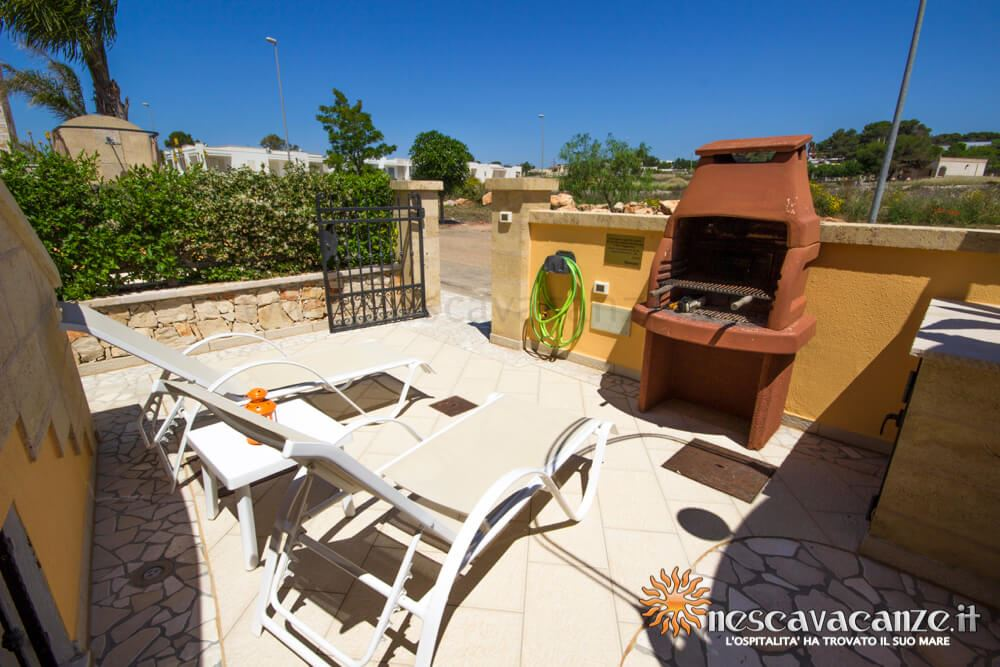 Veranda con barbeque casa Pescoluse 5