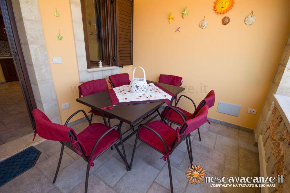 Tavolo veranda rialzata casa Pescoluse 5