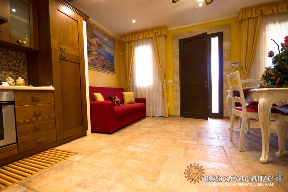 Ingresso con divano letto casa Pescoluse 5