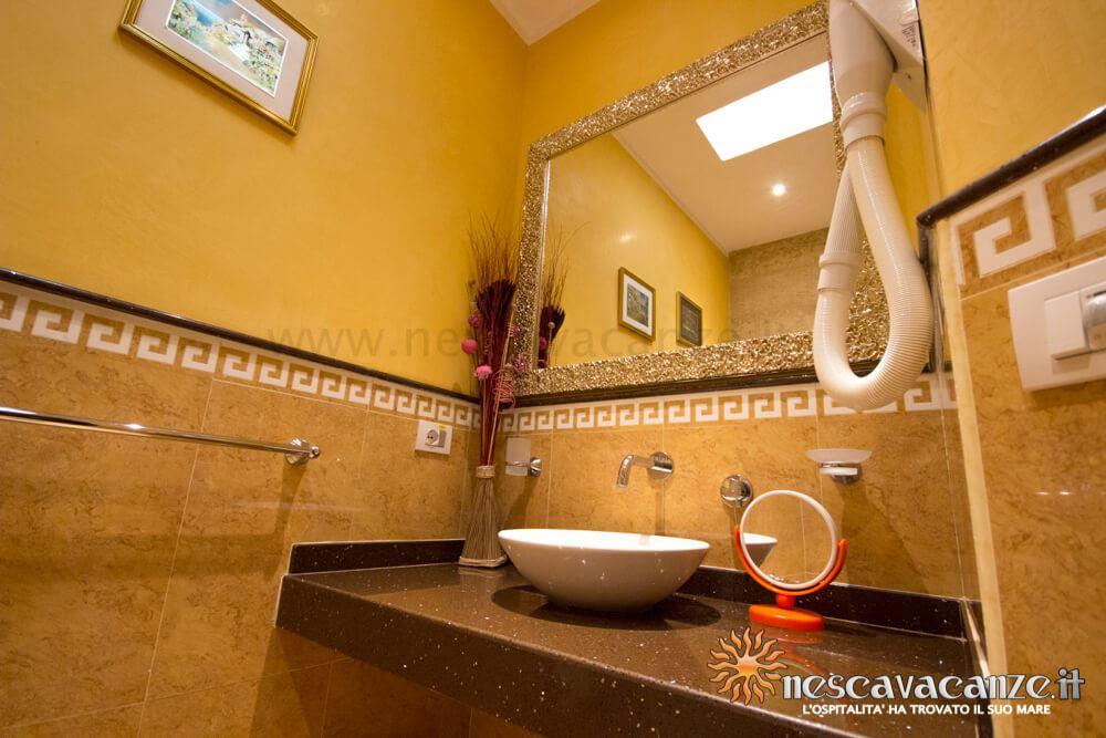 Lavandino bagno casa Pescoluse 5