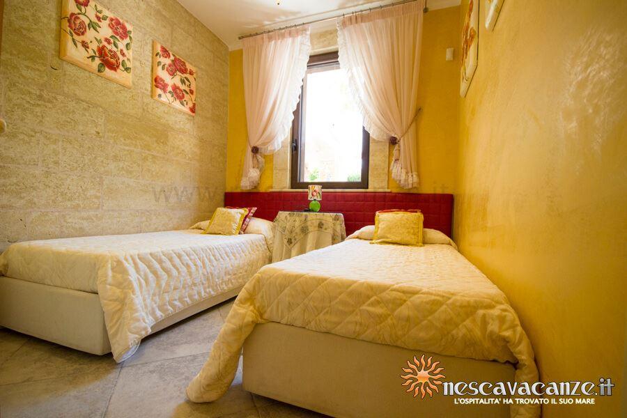 Disimpegno per accedere alle camere da letto casa pescoluse 7