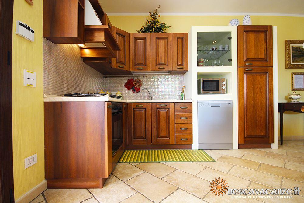 Cucina attrezzata casa Pescoluse 8
