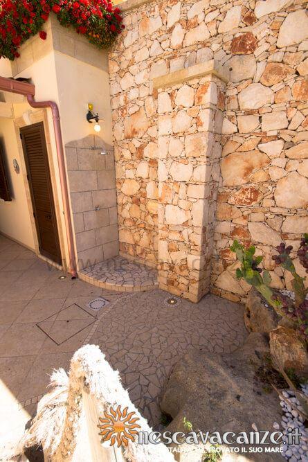Doccia esterna casa Pescoluse 9