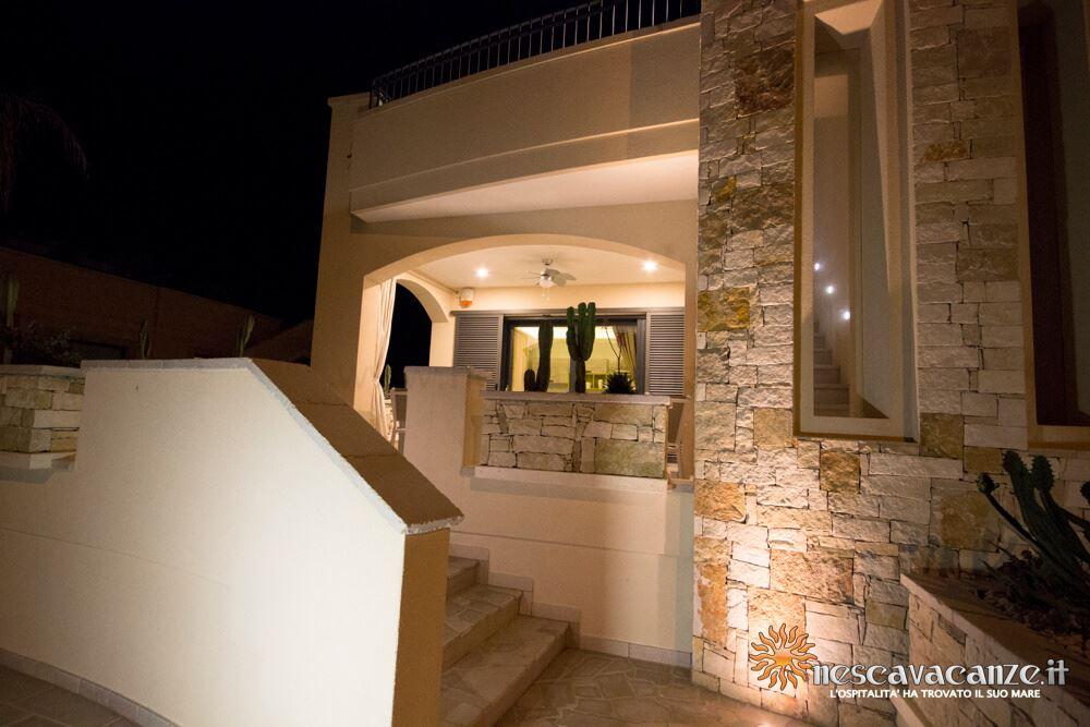 Veranda fronte di notte casa Giglio